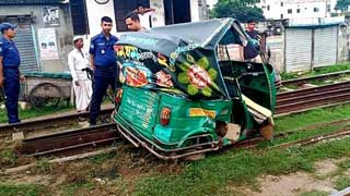 Train accidents kill 4 in 3 districts