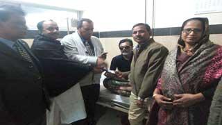 গৌরনদী বিএনপি নেতাদের চিকিৎসার দায়িত্ব নিলেন বোষ্টন সভাপতি