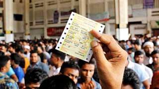 কমলাপুরে ঈদের অগ্রিম টিকিট বিক্রির প্রথম দিনেই উপচেপড়া ভিড়