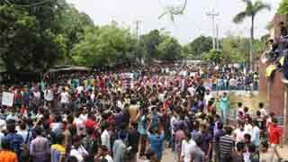 Students block Dhaka-Rajshahi highway
