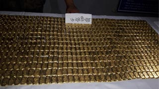 One held with 624 gold bars at Benapole