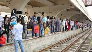 Mass exodus of Eid holidaymakers on