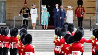 Trump meets Queen at start of UK state visit