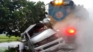 Bride, bridegroom among 11 killed as train hits microbus