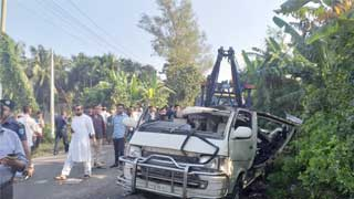 2 die as ambulance's gas cylinder blasts in Ctg