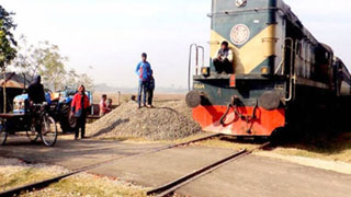 700 level-crossings in railway west zone lack gatemen