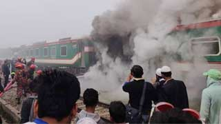 Fire breaks out in Brahmanbaria train