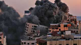 Israel hammers Gaza, as calls for peace go unheeded