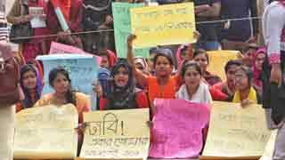 Students of 7 DU affiliated colleges blocked road