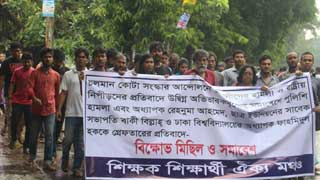 DU, JU students protest harassment of teacher