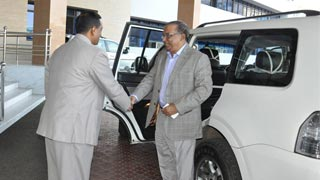 Bus hits home minister's car amid Traffic Week