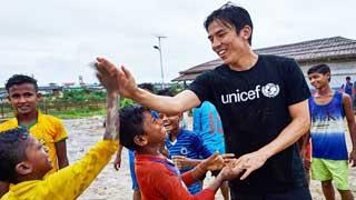 Japanese footballer Hasebe visits Rohingya camps