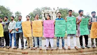 Dhaka University students demand resignation of VC, eight DUCSU leaders