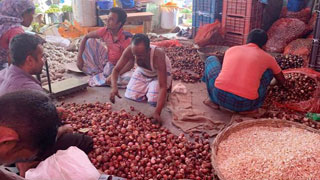 Onions selling for Tk 250 per kg