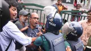 Cops foil citizens' demo, assault DU teacher