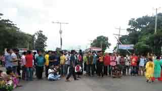 JU students stage demo demanding release of fellows