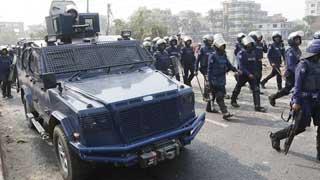 30 injured in fresh worker-police clash