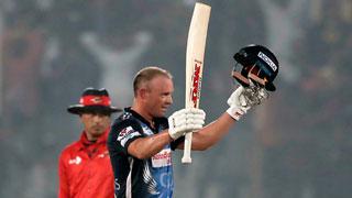 Ton-up de Villiers defuses Dynamites