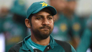 Pak captain Sarfraz suspended for racist taunt