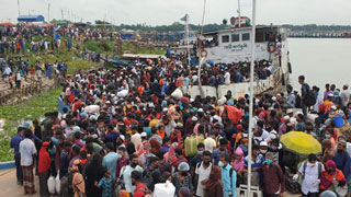 Homegoing Bid: Thousands gather at Mawa ghat to cross Padma