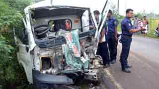 5 killed as truck hits human hauler