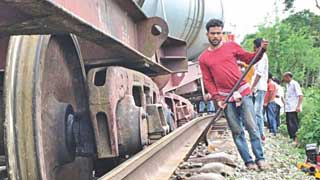 Rail link with Rajshahi restores after 28hrs