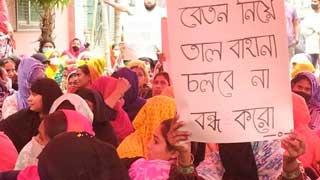 RMG workers block Mohakhali-Banani road demanding dues
