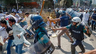 Protesters clash with police at Baitul Mukarram