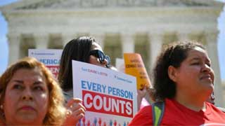 US census 2020: Trump retreats on citizenship question
