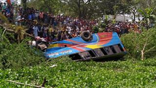 Bus falls into ditch, kills 7 in Madaripur