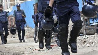 Robber killed in Feni gunfight
