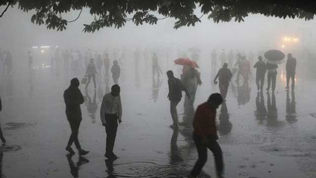 India dust storms: More than 125 killed as storms continue