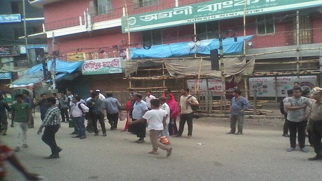 Public transport in Dhaka thin