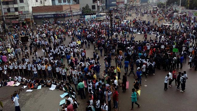 Students take to streets for 7th day