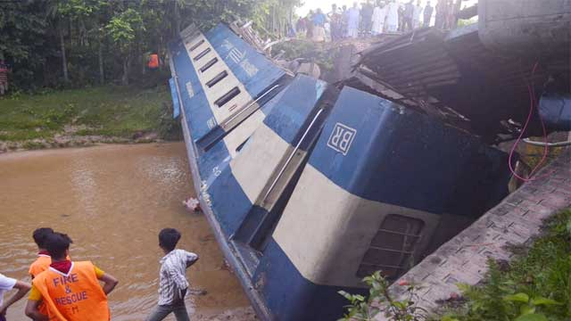5 killed as train falls off bridge