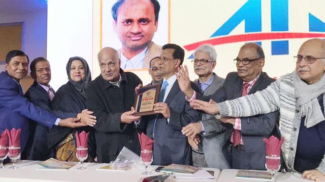'রাষ্ট্রযন্ত্রের নিয়ন্ত্রণ, হুমকির কবলে স্বাধীনতা সাংবাদিকতা'