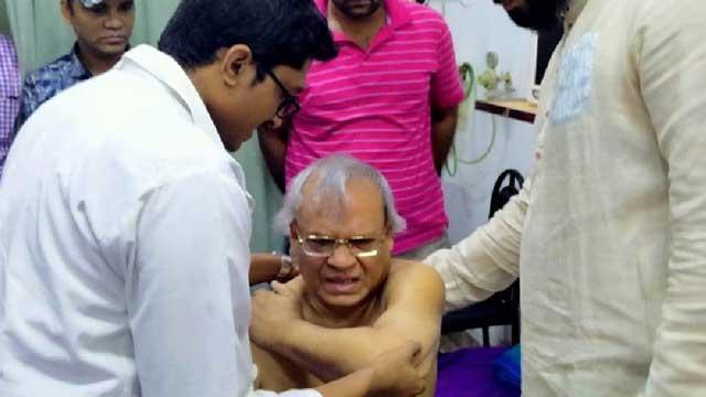 Rizvi among 9 injured as cops charge baton