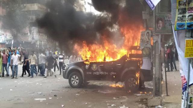Police, BNP activists clash at Naya Paltan