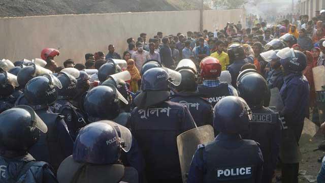Journo hurt in 'cop action' in Gazipur
