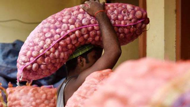 India bans onion export