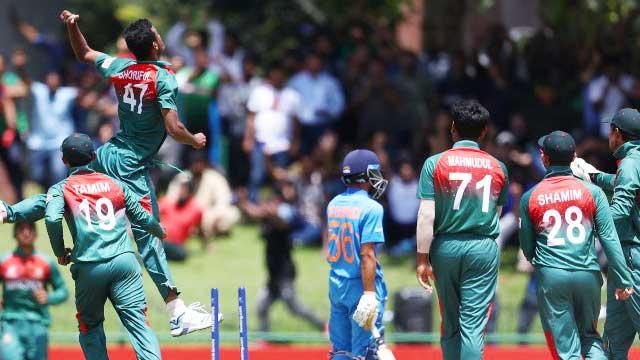 Bangladesh lift World Cup trophy