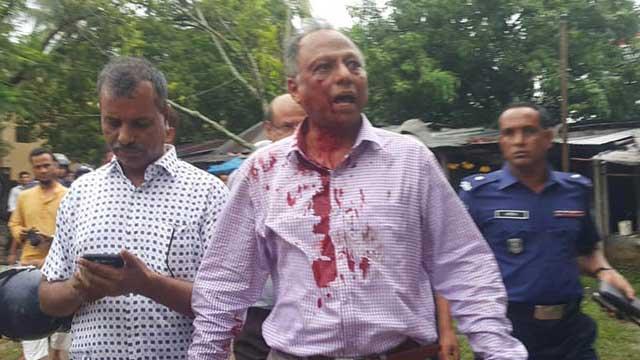 BCL men attack Amar Desh editor Mahmudur Rahman