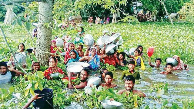 Floods kill 10 more, maroon thousands afresh