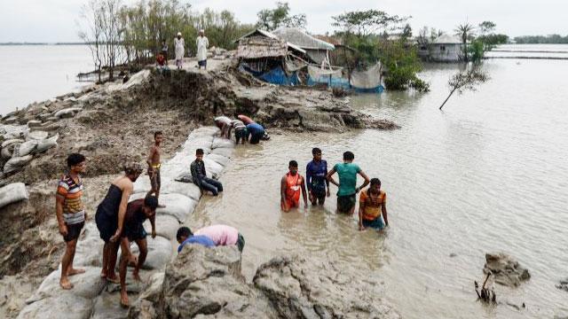Bangladesh, India start mopping up after Ampan disaster