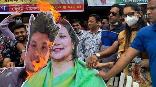 'ইনডেমনিটি' নাটক প্রচারের প্রতিবাদে নয়াপল্টনে কুশপুত্তলিকা দাহ