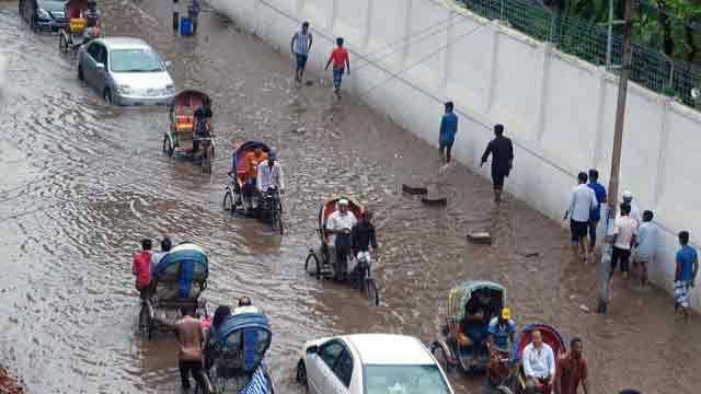 Heavy rains cripple city life, submerge many areas