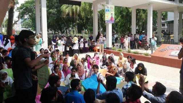 Mymensingh medical students continue protests