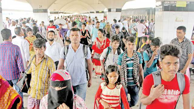 Holiday makers start returning to Dhaka