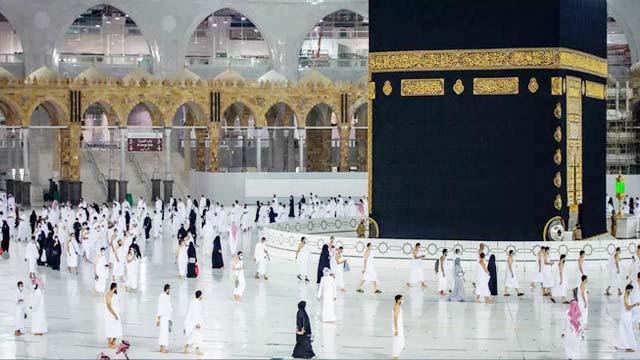Pilgrims start arriving in Makkah for 2nd hajj amid pandemic