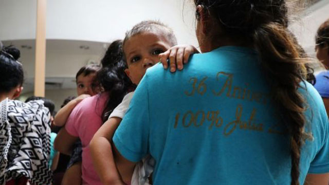 US border agents halt migrant family prosecutions